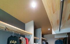 Walk-in closet|並木の家【完成見学会】|株式会社Kibaco