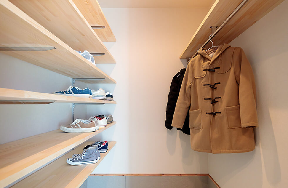 Shoes in closet|並木の家【完成見学会】|株式会社Kibaco